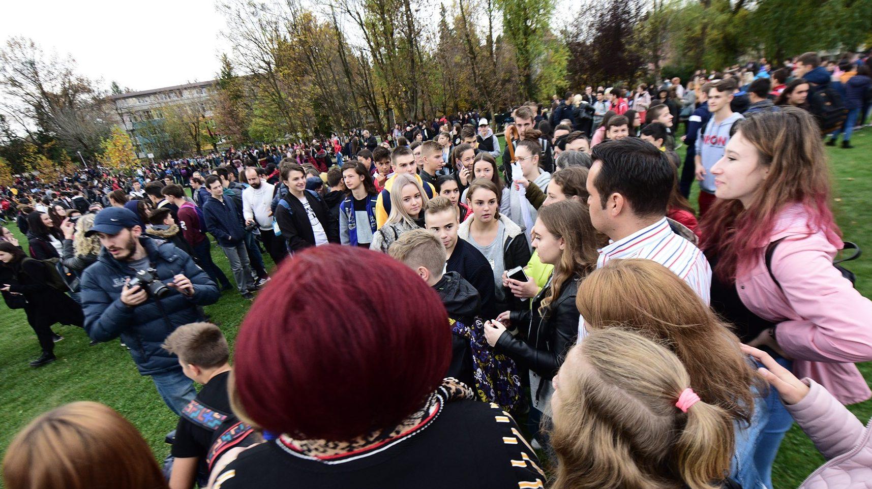 Miting cu forța! Elevii din Baia Mare au fost obligați să vină la o acțiune a primarului Cherecheș chiar în timpul orelor (document)
