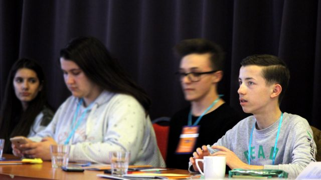 Parlamentarii din Timiș, chemați de elevi să-și dea mâna pentru educație