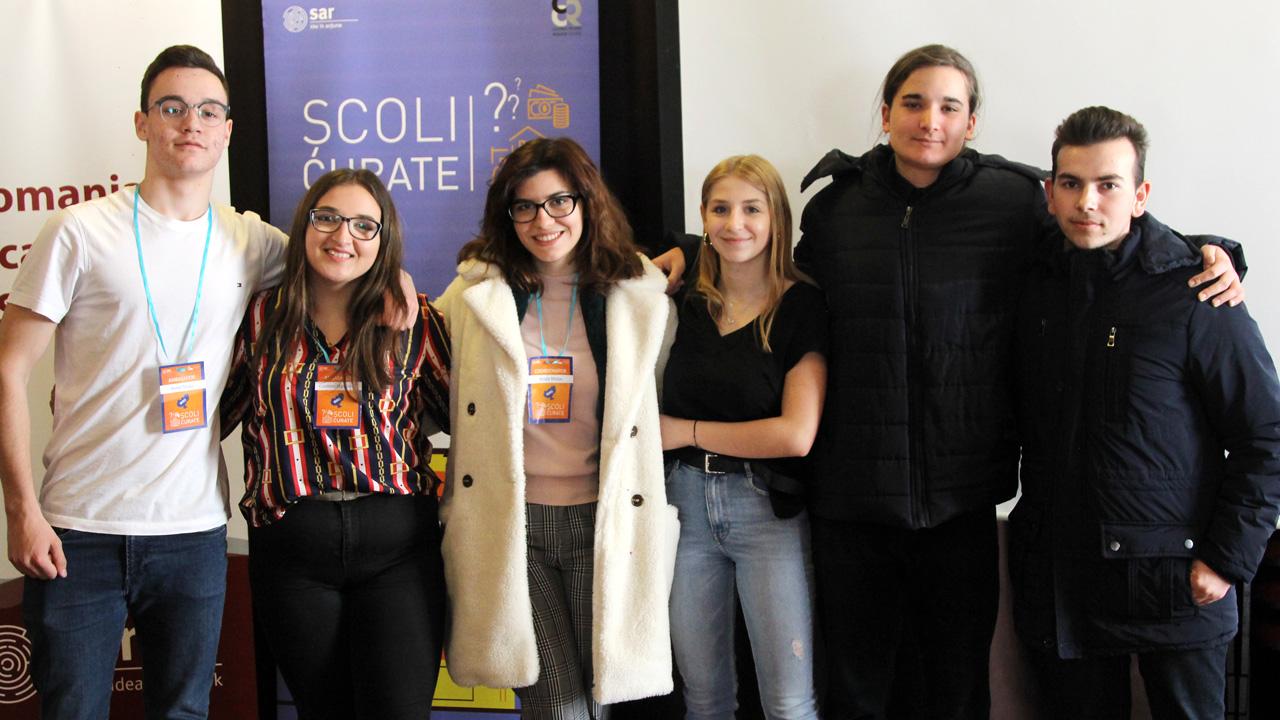 Anda Dilara Nicole Mețac și echipa de ambasadori Școli curate pe care o coordonează în județul Mureș
