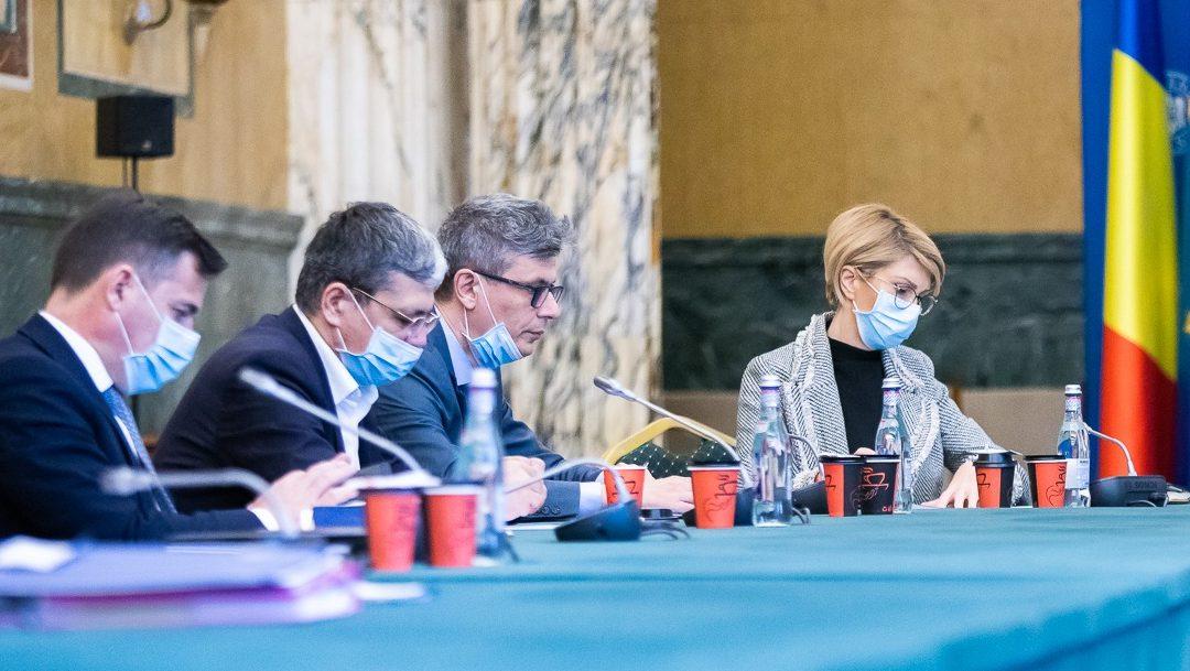 Guvernul Orban taie fonduri europene de 500 de milioane de euro de la autostrăzi și căi ferate și le direcționează către companii