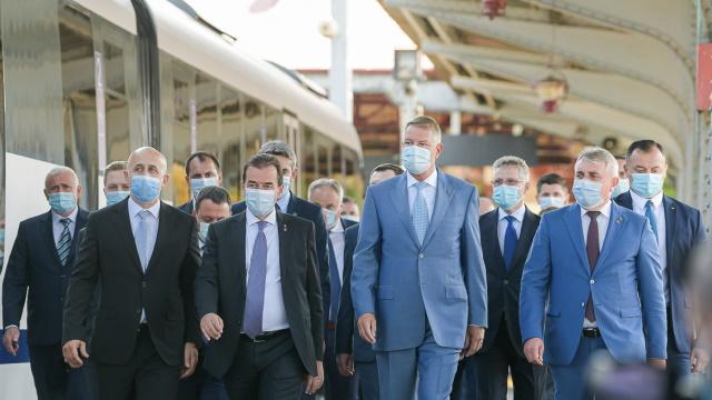 """Faceți-vă pomană electorală cu """"diaspora"""" și dați-i trei luni gratis pe trenul de Otopeni!"""