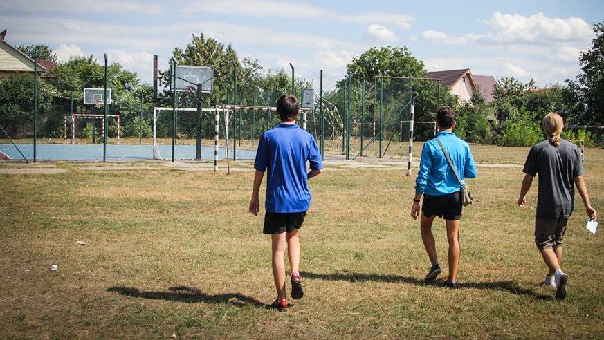 Amendați pentru că se jucau în curtea școlii! AEC solicită ca elevii să fie lăsați pe terenurile de sport